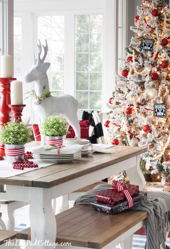 Red and White Christmas Tablescape. Image: The Lily Pad Cottage