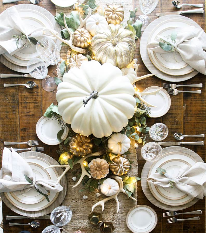 Chic Thanksgiving Table. Image: Living with Landyn