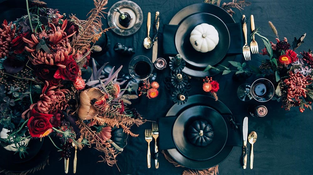 A Wicked, Thrifted Halloween Tablescape. Image: The Jungalow