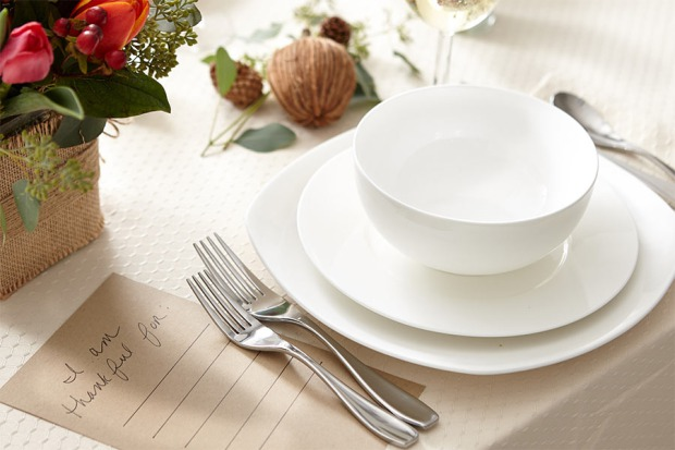 Casual place setting. Image: www.proflowers.com